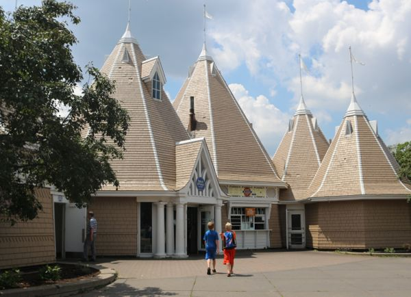 Lakeside Dining Destinations | Twin Cities Moms Blog