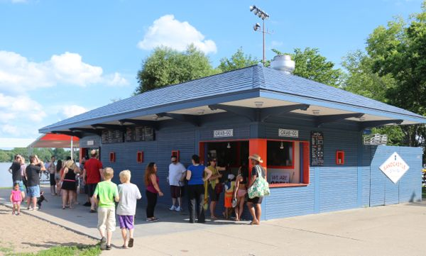 Lakeside Dining Destinations   Twin Cities Moms Blog