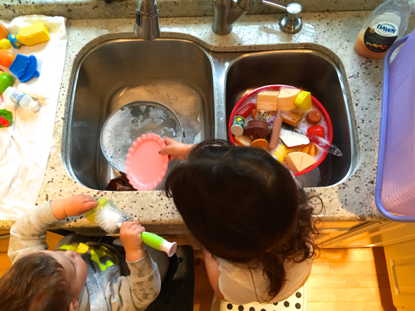6 Simple, Fun Ways to Get Your Kiddos Involved in the Kitchen | Twin Cities Moms Blog