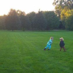 kids-in-field