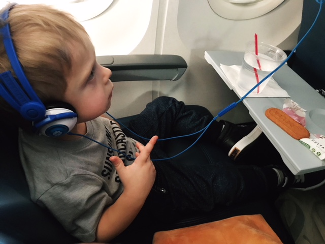 Tips for Flying With a Toddler | Twin Cities Moms Blog